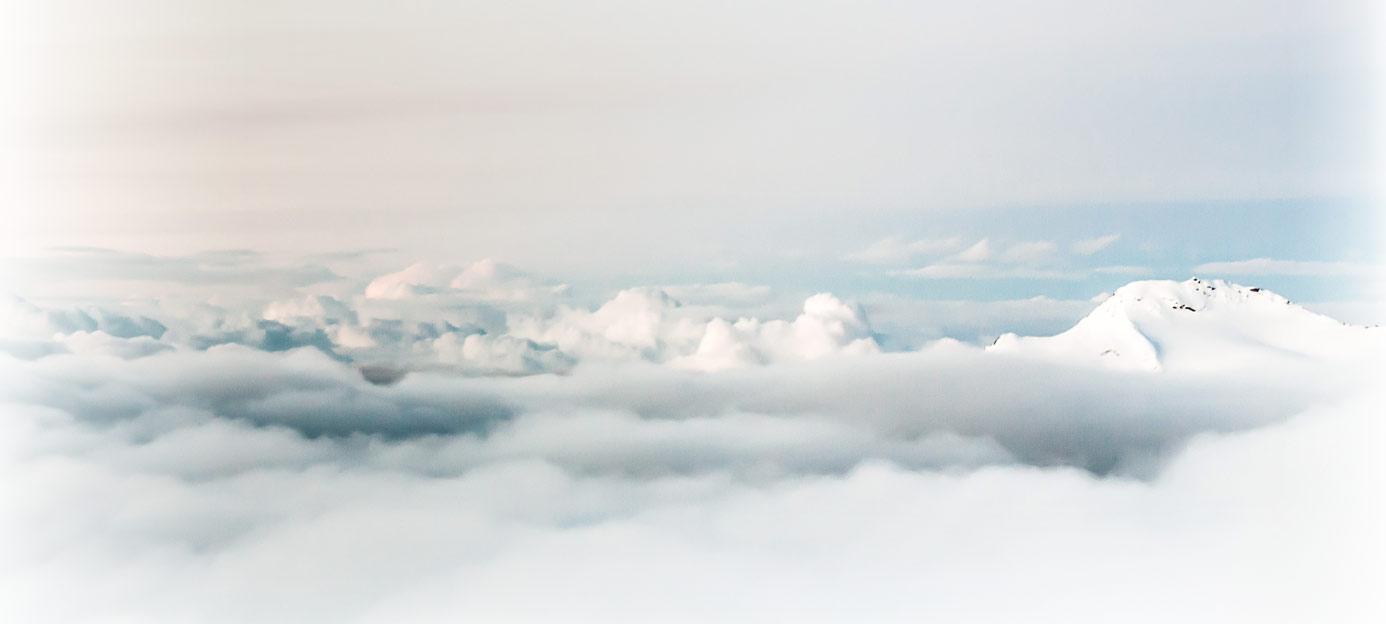 Bland molnen - hemsidor foto